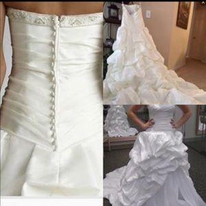 Wedding dress. NEVER worn!